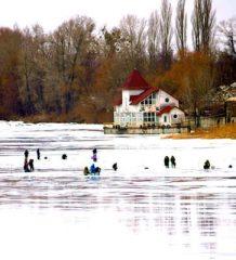 Календарь рыбака на 20-28 февраля: плотва, лещ, окунь и голавль